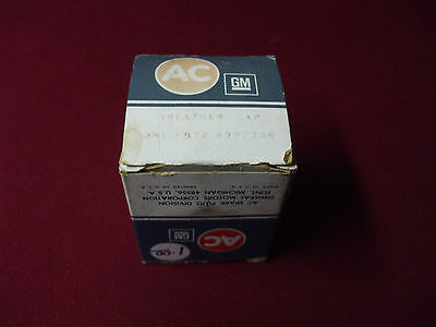 AC FB72 (8997236) Breather Cap-Old Stock New Part