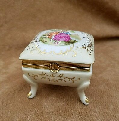 1900's Limoges Sevres Porcelain Jewelry Box C1424 Love Story Gilded