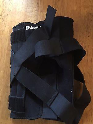 Mueller Hinged Knee Brace and Support with wraparound action