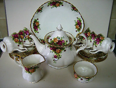 Royal Albert Old Country Roses 22 Pc Tea Set First Quality .stunning Condition