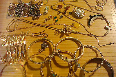 Vintage Jewelry Lot Of Goldtone Over 30Pieces