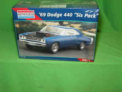 "Mono 2215 1969 Dodge 440 ""six pack"" Super Bee Sealed"