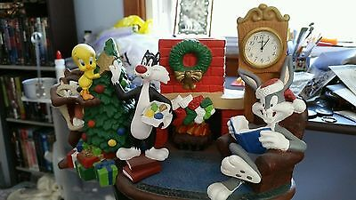 Extremely Rare! Looney Tunes Christmas Table Clock Figurine Statue