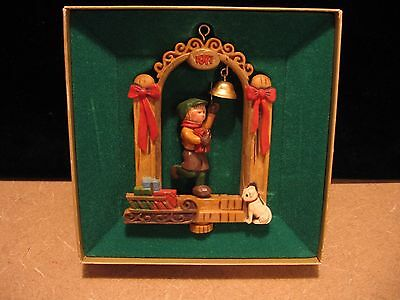 1977 TWIRL ABOUT Bell Ringer Hallmark Christmas Ornament Tree Trimmer Collection