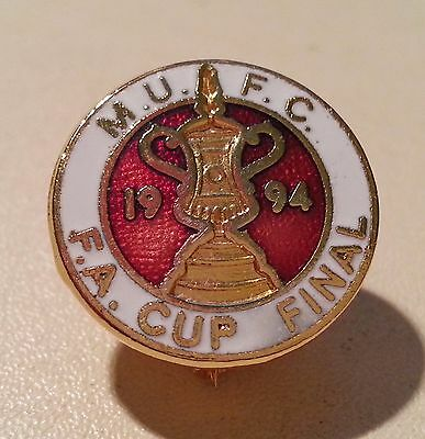 Manchester United - Vintage 1994 Fa Cup Final Enamel Badge - Postfree / Freepost
