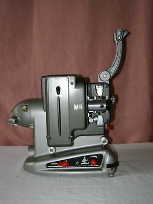 Ancien projecteur M8 Bolex Paillard (made in Suisse), 110 volts
