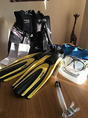 Scubapro XSmall bcd, Mares Size 5/6 Fins Cressi Snorkel/mask / Age 11/12 Wetsuit