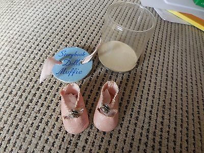 Vintage Muffie doll center snap shoes