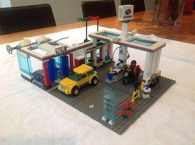 LEGO 7993 SERVICE STATION BOXED retired set 100% complete