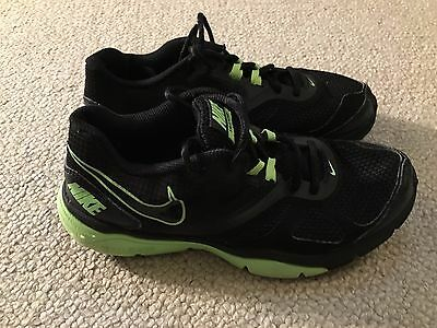 Nike Dual Fusion TR4 boys trainers - size 5 - in good condition