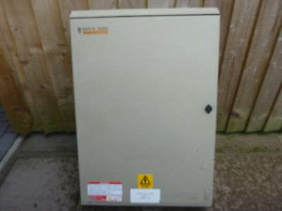Merlin Distribution board 3 phase 36 way 125A switch
