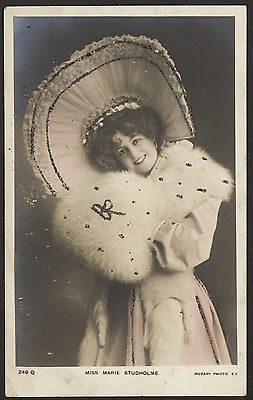 Actress. Miss Marie Studholme In White Furs & a Big Hat. c1906 Photo Postcard