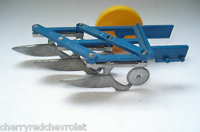 Vintage Britains Field Plough Tractor Attachment 1/32 in good condition 1978