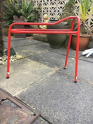Red Saddle Stand