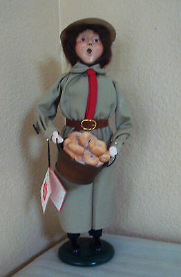 Byers Choice Retired Carolers Figurine Salvation Army Woman w/ Basket of Donuts