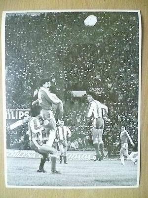 100% Press Photo-1981 WC Qualifying CHILE v PARAGUAY; Player to Head to Goal