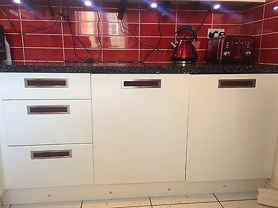 Gloss White Kitchen With Cooker, Hob, Extractor, Sink And Tap