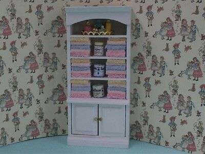 Bathroom  Unit With Towels & Accessories 1.12 Scale Miniature Dolls House