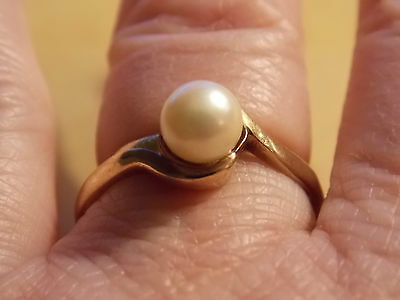 Vintage 1969 9Ct Gold Genuine Pearl Ring - Size Q1/2 (2.53 grams)