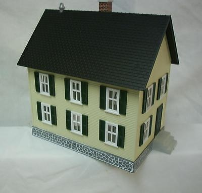 MTH 30-9023 Row House Yellow w/Green shutters Lighted