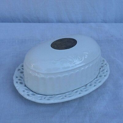 Vintage Butter Dish Good condition  7*5 in Height 3,5