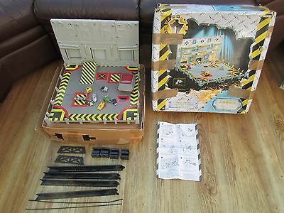 Robot Wars Arena with 7 Minibots & Working Sound Effects Unit - Boxed