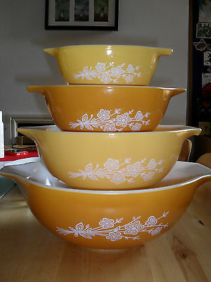 Vintage Pyrex 4 Usa Cinderella Set In Butterfly Gold