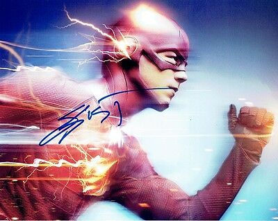 Script  / Screenplay  The Flash  Pilot Episode Grant Gustin     *signed Cover