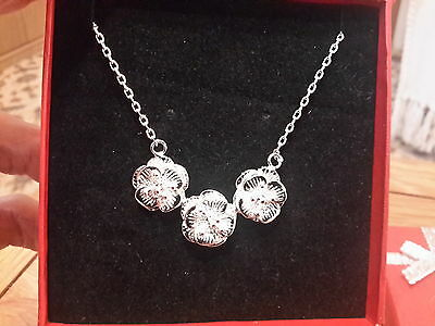 Brand new small Silver plated 925 stamped waterlily  necklace  Gift Box