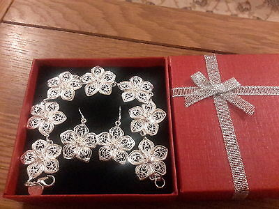 Brand new 925 stamped Silver  Daisy bracelet and earrings  gift set