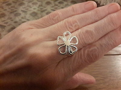 Brand new 925 stamped large daisy  ring in size Q and gift box