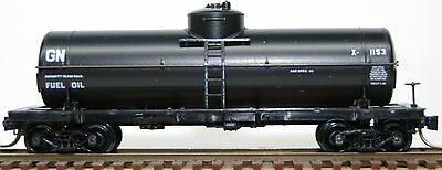 N Scale Micro Trains 39' Single Dome Tank Car in Great Northern Roadname