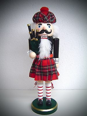 Giant Nutcracker Scotsman with Skirt Bagpipes and…. 36 cm 30050