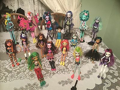 Lot of 32 Monster High dolls and accessories