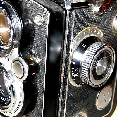 Vintage Yashica Mat 124 With 80mm Lens  With A Wide Angle Lens & Viewer