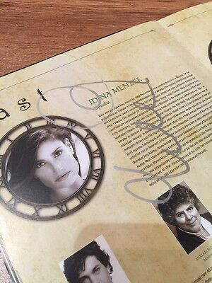 WICKED - IDINA MENZEL / ADAM GARCIA - Signed - Original London Programme