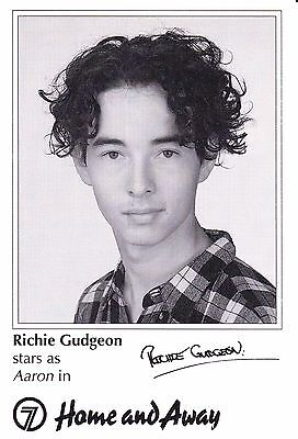 Home And Away Tv Soap Richie Gudgeon As Aaron Signed Fan Card