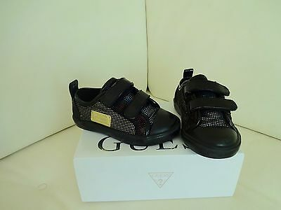 Chaussures baskets basses GUESS, pointure 23.
