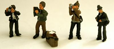 Langley Models 4 Photographer Figures + Camera Box OO Scale UNPAINTED Kit F295