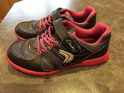 clarks trainers girls black and pink size 12 G