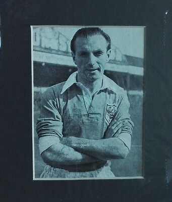 """STANLEY MATTHEWS - BLACKPOOL SIGNED PICTURE 1950's  6"""" x 5"""" MOUNTED  DISPLAY"""