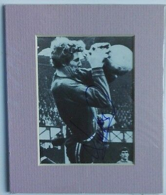 """JIM MONTGOMERY - SUNDERLAND SIGNED PICTURE 1960's  6"""" x 5"""" MOUNTED DISPLAY"""