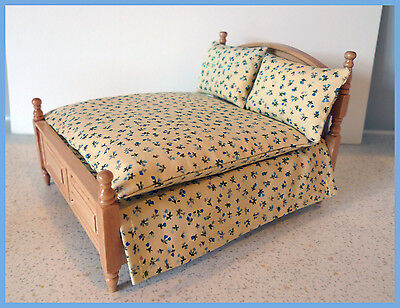 Double bed set 1/12fth Dolls House. Blue ditsy on cream double bed set