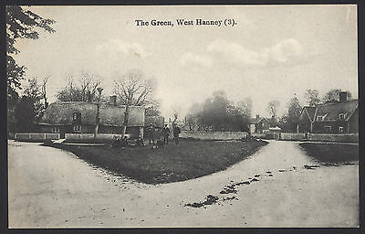 Oxfordshire, Vale of White Horse. West Hanney, The Green. Vintage P/Card in VGC