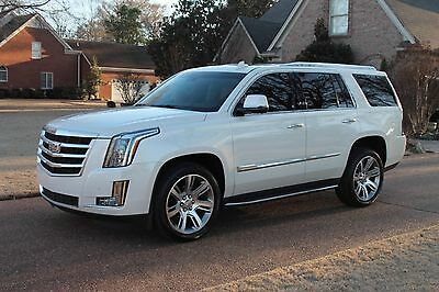 2015 Cadillac Escalade 4WD Luxury One Owner Perfect Carfax Rear Seat Entertainment 22's MSRP New $83755