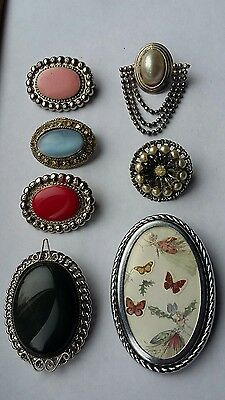 JOB LOT OF DECORATIVE BROOCHES (inc.photo brooch and agate)