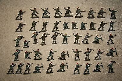 47 x Vintage Lone Star Harvey Series Red Berets Plastic Toy Soldiers 1/32