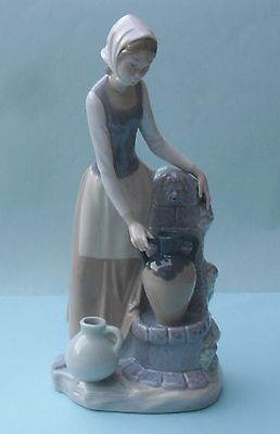 RETIRED NAO BY LLADRO GIRL AT THE FOUNTAIN  FIGURINE - No. 136G