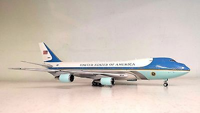 VC-25A US AIR FORCE ONE 28000 Ref: AF1VC-25AP (polished, with stand)