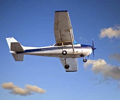 30 Minute Flying Lesson - SAVE £30 - valid min. 9 months from issue